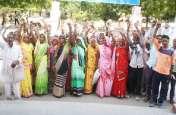 दोषी अधिकारी व कर्मचारी के खिलाफ कार्रवाई की मांग, ग्रामीणों ने किया विरोध प्रदर्शन