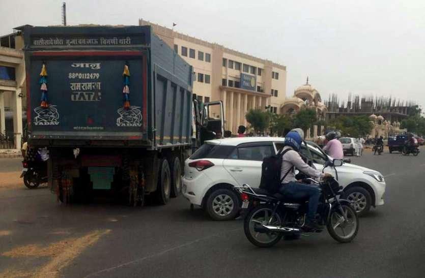 जयपुर में बजरी माफिया का आतंक, डंपर जब्त किया तो गार्ड को बुरी तरह से पीटा, वाहन भी छुड़ा ले गए