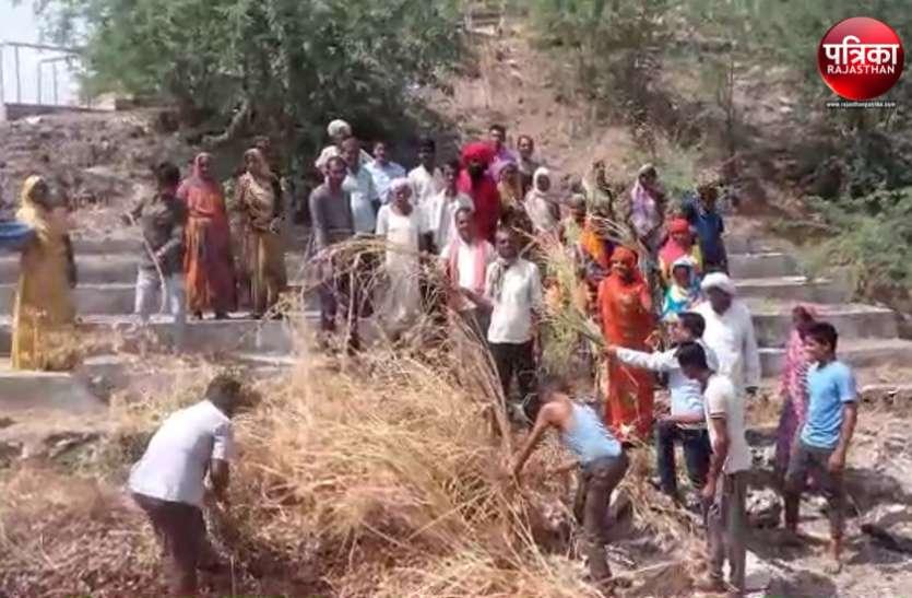 अमृतं जलम् अभियान : डडूका में अढ़ाईश्वर मठ पर श्रमदान के लिए उमड़े लोग, जलस्रोत की साफ-सफाई कर निखारा स्वरूप