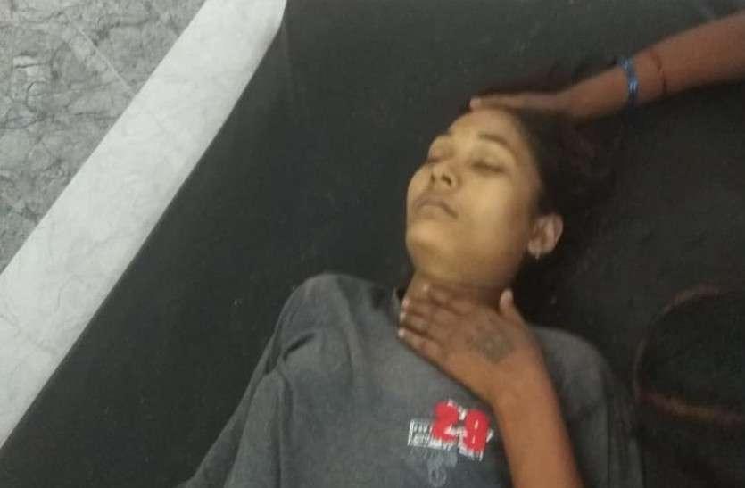 मौत बनकर गिरी बिजली, बाड़ी में स्नान कर रही दो बहनों की ले ली जान