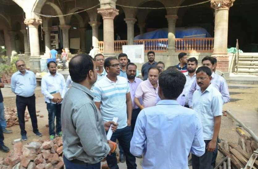 राजबाड़ा के काम में देरी, ठेकेदार पर लगाई पांच लाख की पेनल्टी