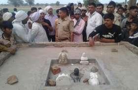 ग्रामीण पूजा करने पहुंचे तो देखकर रह गए दंग