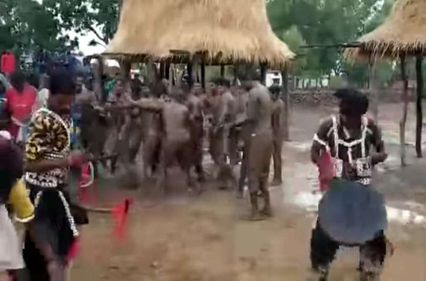 Throw down in mud