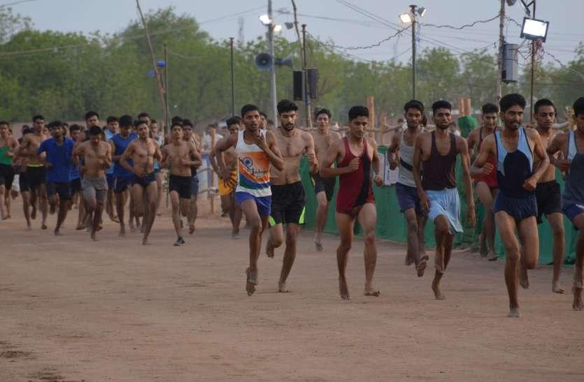 वीडियो : सेना भर्ती रैली : नागौर के 1728 अभ्यर्थी हुए दौड़ में सफल
