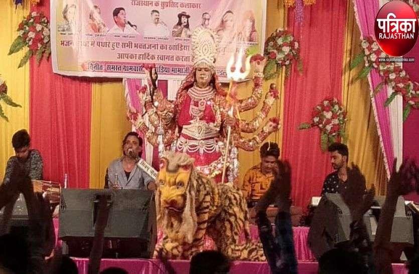 VIDEO : भजनों पर झूमें श्रोता, महिलाओं ने गाए मंगल गीत