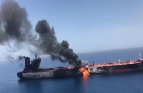 ओमान की खाड़ी में तेल टैंकर में लगी भीषण आग, देखें वीडियो