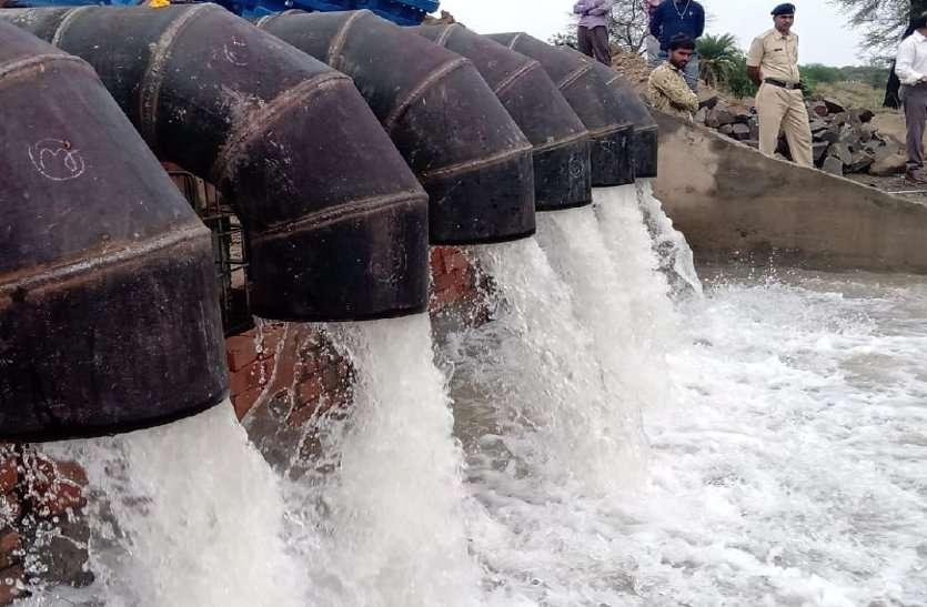 बिन बरसे आया खुशियों का मानसून, नर्मदा का पानी सीधे शिप्रा के त्रिवेणी घाट पहुंचा