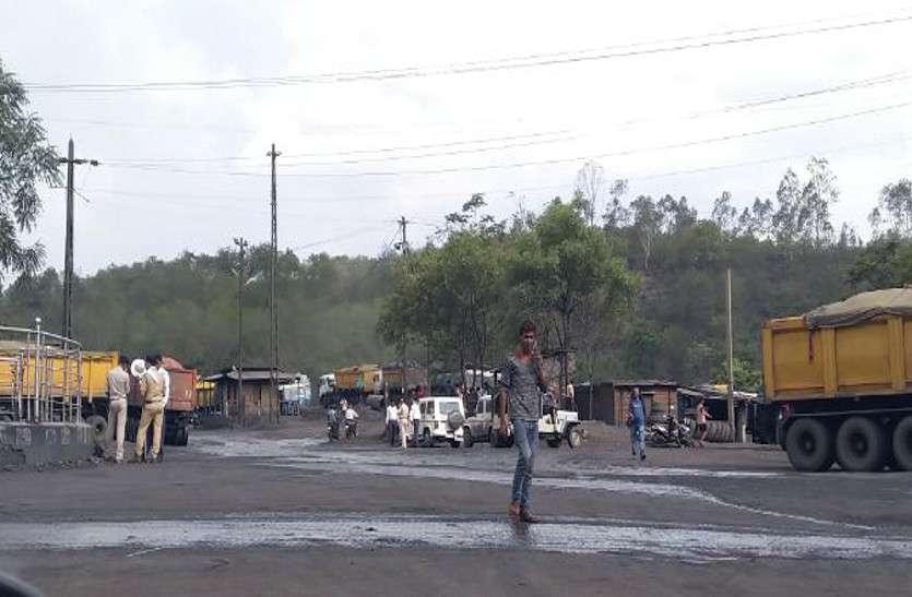बड़ी कार्रवाई : एसईसीएल के कांटे पर निजी कंपनी के मजदूर तौल रहे थे कोयला, 16 नंबर कांटा सील, 52 गाडिय़ां पकड़ाई