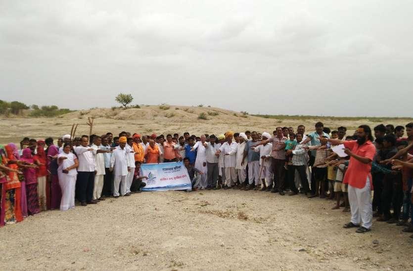 संतों के साथ ग्रामवासियों ने लिया संरक्षण का संकल्प, पालासनी तालाब पर किया श्रमदान, देखें वीडियो