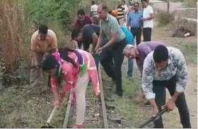 अमृतम् जलम् अभियान में बरसाई श्रम की बूंदे