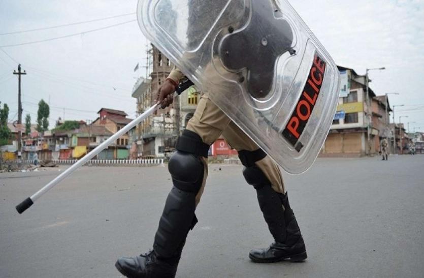 पाकिस्तान की सूचना के बाद हाई अलर्ट पर कश्मीर, पुलवामा में हमले की फिराक में आतंकी