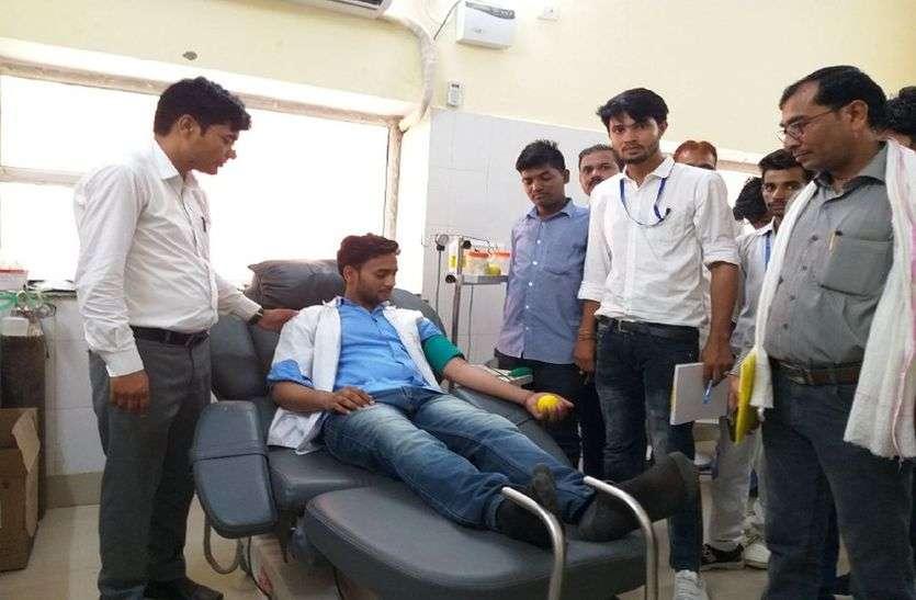 रक्तदान करना जीवनदान करने के समान है