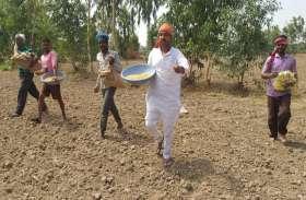 बूंदाबांदी के बाद खेतों में आई नमी, खुर्रा बोनी शुरू, मानसून आते ही किसानों को मिलेगा ये लाभ
