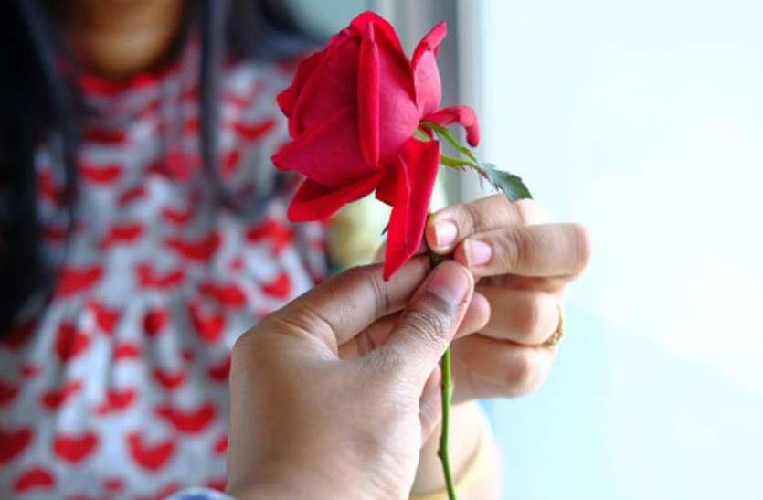 प्यार को परवान चढ़ाने में इनका होता है प्रमुख योगदान, जानें जिंदगी में कब खिलेगा प्रेम का फूल