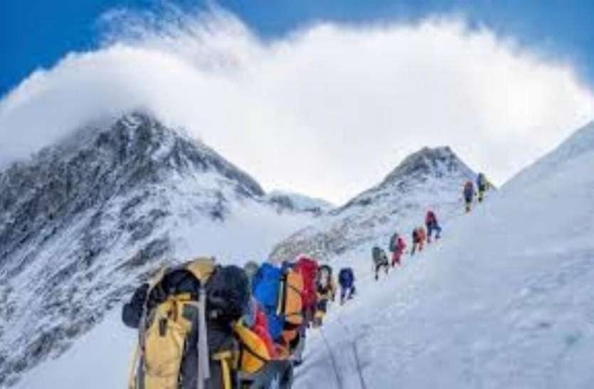 पर्वतारोही और वैज्ञानिकों की सूझबूझ से एवरेस्ट पर बनाए गए मौसम केंद्र, मिलेगी सटीक जानकारी