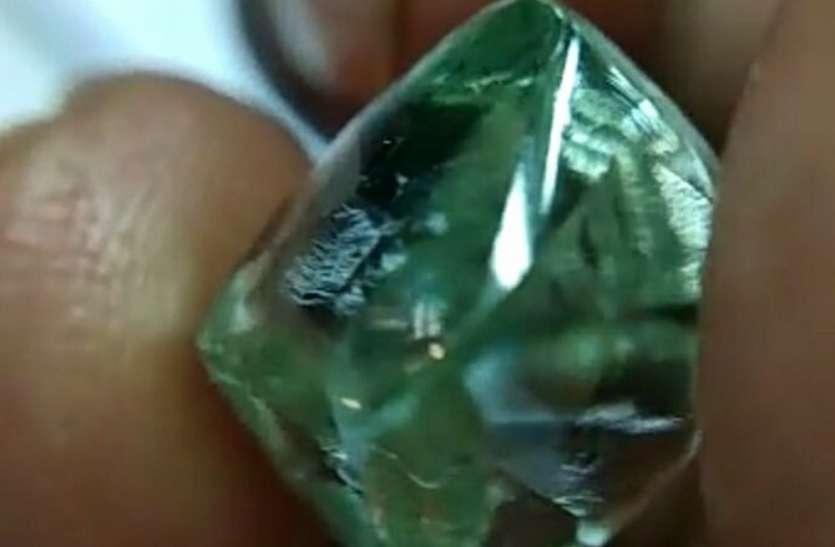 नीलामी में आकर्षित करेगा 18 कैरेट का हीरा, करोड़ों में लगेगी बोली