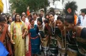 और जब आदिवासियों के नृत्य पर थिरकने लगीं केंद्रीय राज्य मंत्री रेणुका सिंह...
