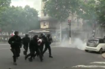 VIDEO: पेरिस में येलो वेस्ट प्रदर्शकारियों का विरोध 31वें सप्ताह भी जारी
