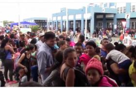 वेनेजुएला संकट से लोगों में बढ़ी परेशानी, पेरू बॉर्डर की ओर भागने को मजबूर हुए प्रवासी, देखें वीडियो