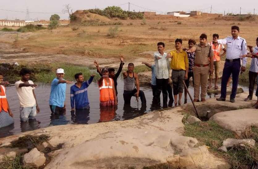 नदी की काया सुधारने जुटे नागरिक, काचन नदी में श्रमदान कर निकाला कचरा
