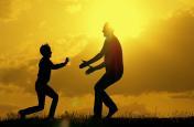 Father's Day 2019:- अपने पिता को गिफ्ट करें ये 10 तरह की चीज़ें, मानी जाती हैं बहुत शुभ