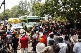 अघोषित बिजली कटौती से नाराज ग्रामीणों ने कर दिया चकाजाम, देखें वीडियो