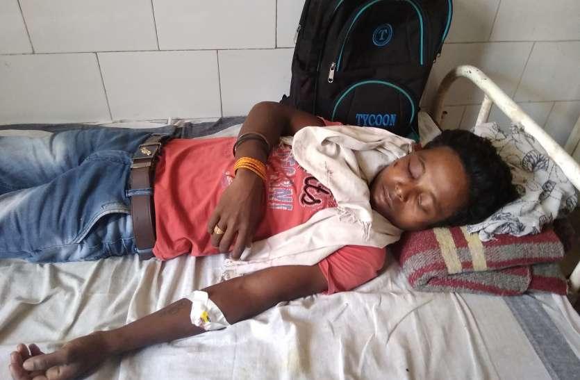 जीप से गिरी किशोरी परिजनों व ग्रामीणों ने चालक की पिटाई कर नाला में फेंका