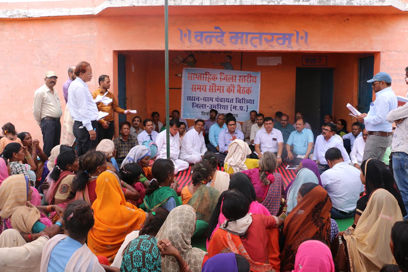 अधिकारियों का हुआ ग्रामीणों से सामना तो योजनाओं के क्रियान्वयन की खुली पोल