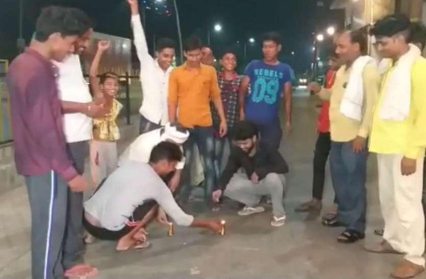 VIDEO: भारत की जीत को लेकर सुहागनगरी में कुछ इस तरह मना जश्न, देर रात्रि तक हुई आतिशबाजी