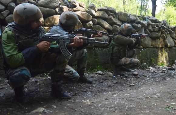 Jammu Kashmir:अनंतनाग में आतंकियों और सुरक्षाबलों के बीच मुठभेड़, दो आतंकी ढेर, सेना का अफसर शहीद