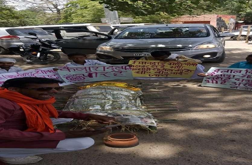 सुभासपा विधायक की निकाली प्रतीकात्मक शव यात्रा, 600 करोड़ के गबन की सीबीआई जांच की मांग