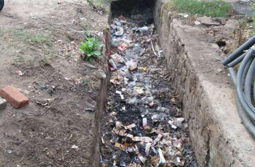 साफ नहीं कराई नालियां, बारिश में जलभराव की स्थिति से होगा सामना