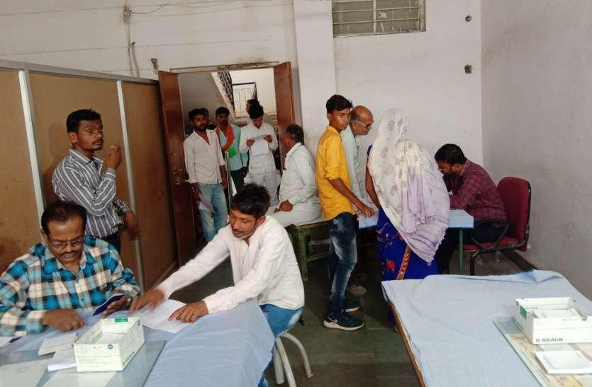 VIDEO: पूरे देश में बंद रहे अस्पताल, लेकिन इस जिले के चिकित्सकों दिखाई संवेदना, इस भाव के साथ रोज की तरह हुआ मरीजों का उपचार
