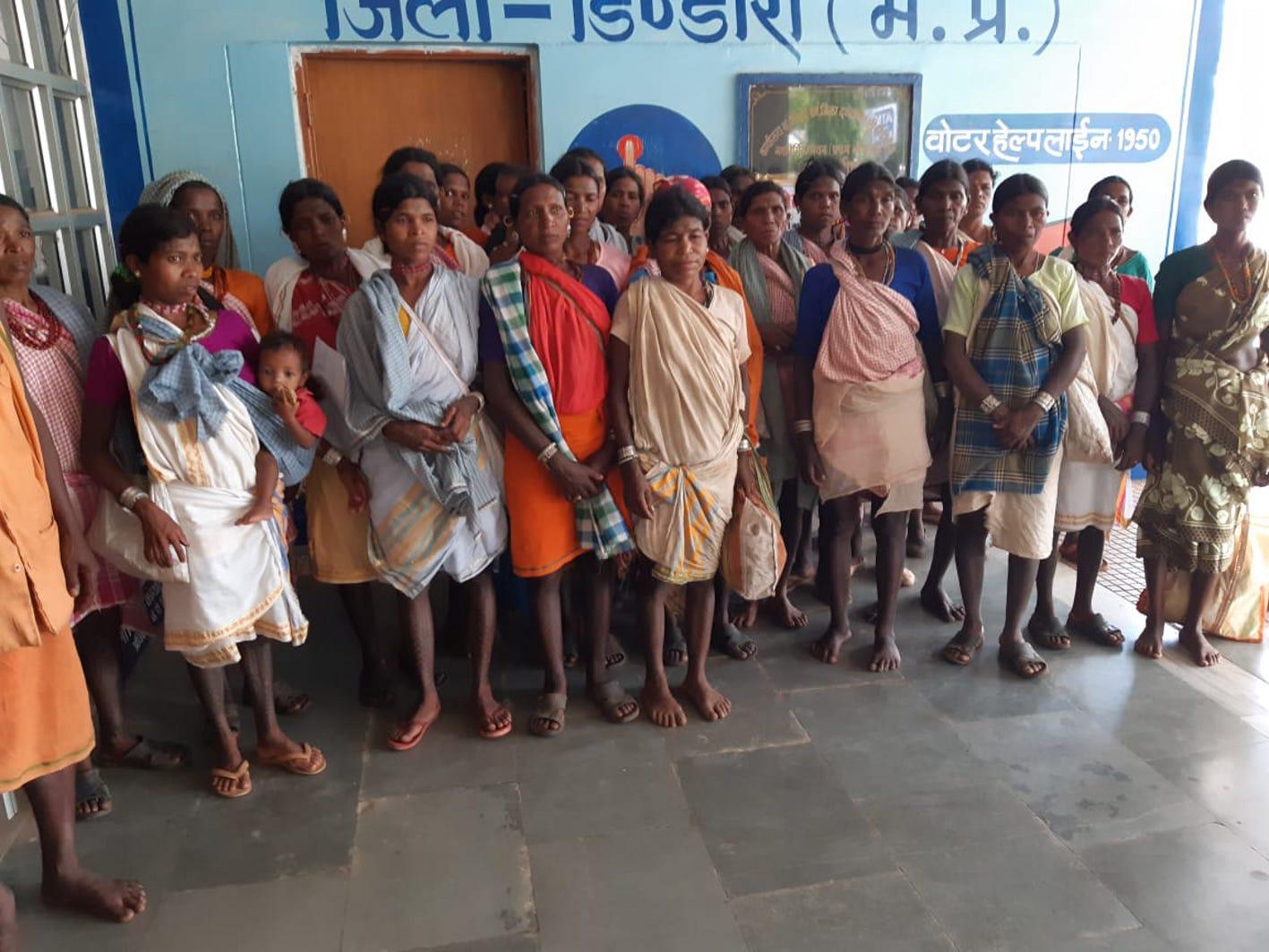 बैगा महिलाओं ने समस्याओं के निदान के लिये लगाई गुहार