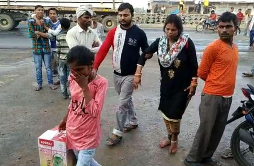 VIDEO: दिल्ली से इटावा जा रही यात्रियों से भरी बोल्वो बस पलटी, दर्जन भर यात्री घायल