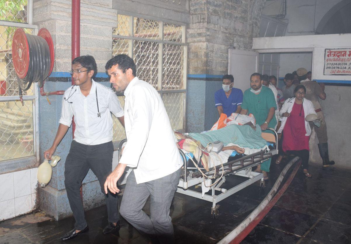 महाराणा भूपाल हॉस्पिटल में आग, करीब 50 मरीजों की बचाई जान