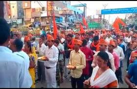 VIDEO:सड़कों पर नमाज के विरोध में हिन्दू संगठनों ने हाइवे रोककर किया हनुमान चालीसा का पाठ