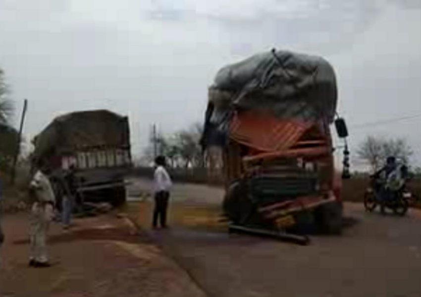 videoदो ट्रक आमने-सामने से टकराए, ऐसी हो गई हालत