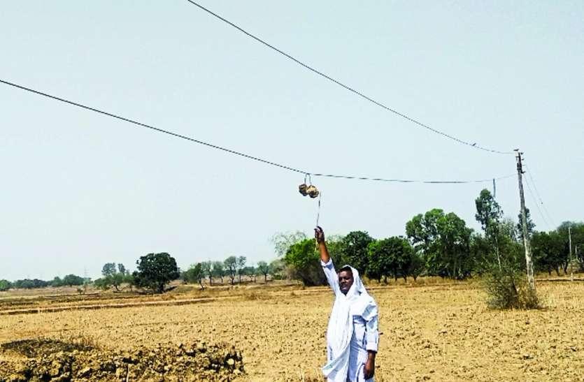 कटरा में लोगों के सिर पर झूल रहे 'मौत' के तार