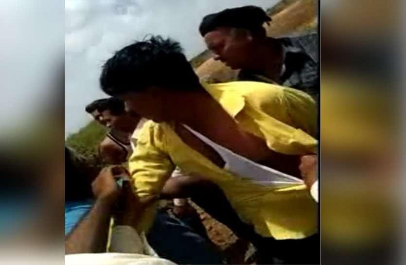 video : गाड़ी में थी लड़की, ग्रामीणों ने समझा बच्चा चोर...पीट-पीटकर कर दिया बुरा हाल