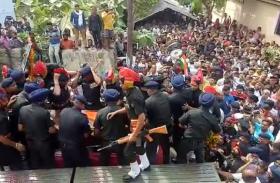 Video: नम आंखों से दी गई शहीद मेजर को अंतिम विदाई