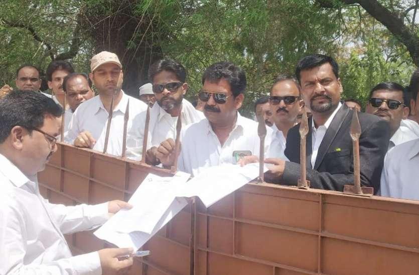 अधिवक्ताओं ने मनाया प्रतिवाद दिवस, सीएम के नाम सौंपा ज्ञापन