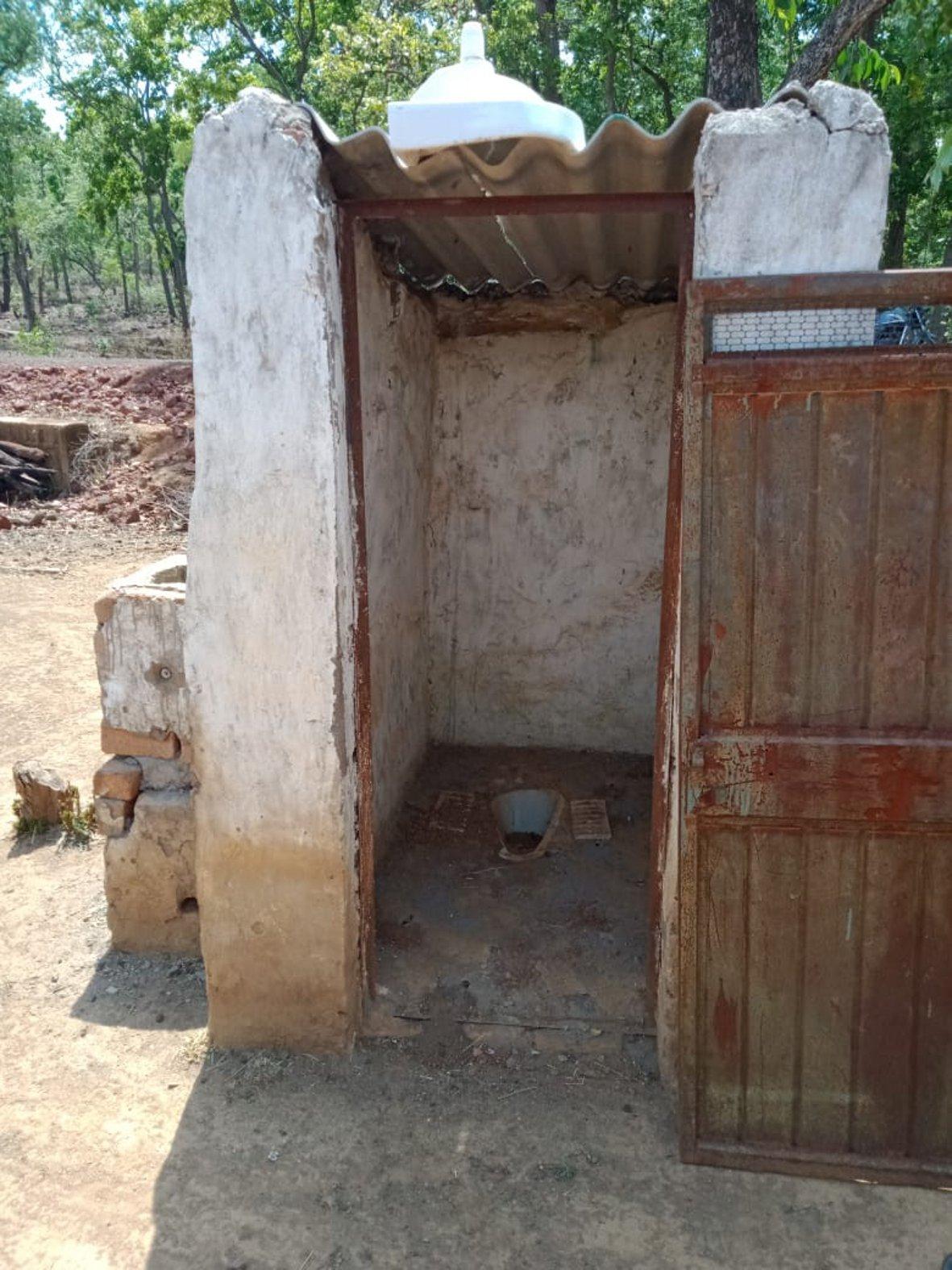 स्वच्छ भारत अभियान से बने सुविधाघरों की एक साल में मर्यादा हुई भंग