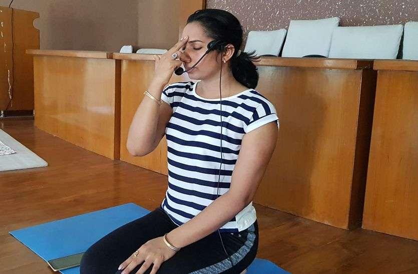 Yoga Special : सर्वाइकल की परेशानी है तो इस योग आसन का अभ्यास जरूर करें