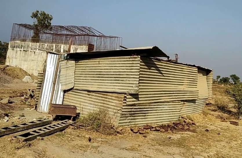 जिम्मेदारों की अनदेखी से किसानों को नहीं मिला मुआवजा, अब रेलवे लाइन का काम होगा प्रभावित