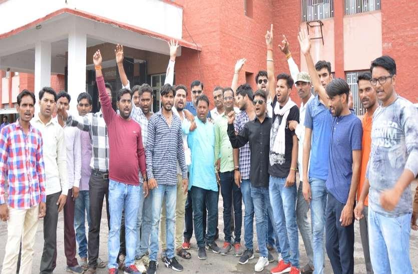 भाजपा कार्यकर्ताओं ने नारेबाजी कर प्रदर्शन किया, दिया ज्ञापन
