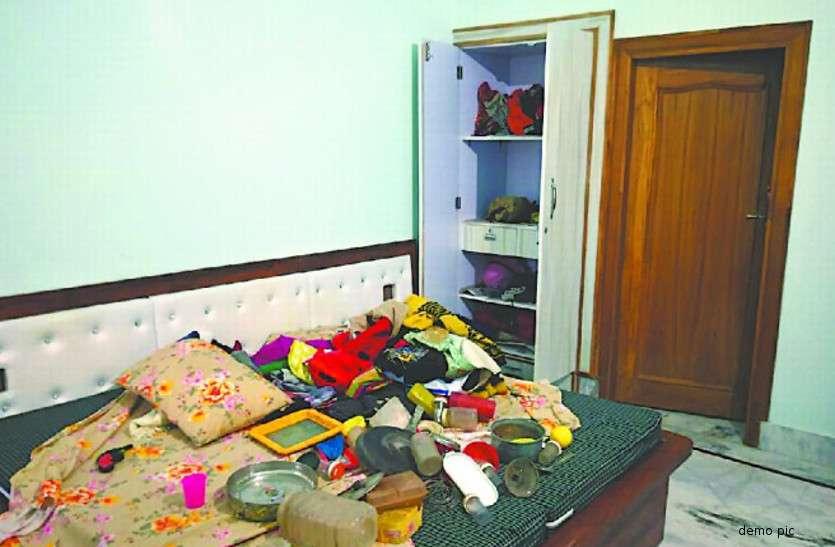 पत्नी को लेकर हॉस्पिटल गया था पति, घर से एक लाख रुपए कैश चोरी