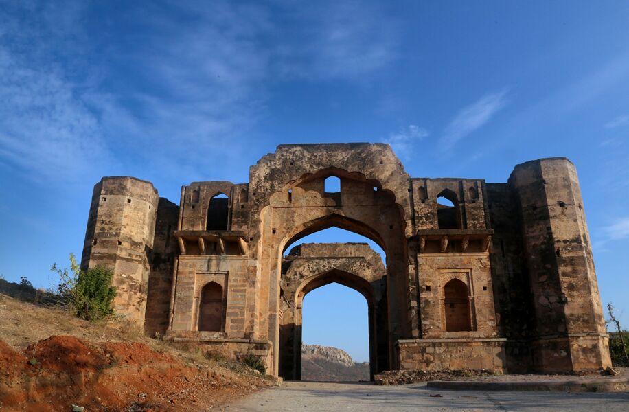 tourism छतरपुर जिले के कई पर्यटन स्थल हो रहे अनदेखी के शिकार, नहीं पहुंच पा रहे सैलानी