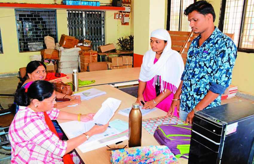 दाखिले के लिए पहले चरण में 7949 छात्रों ने कराया दस्तावेजों का सत्यापन
