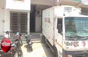 VIDEO: अमूल दूध के गोदाम में इस हालत में था डिस्ट्रीब्यूटर, खबर फैलते ही देखने वालों की जुट गई भीड़